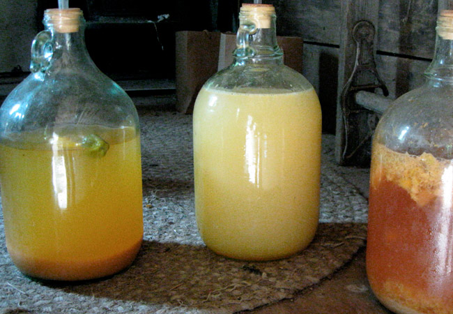 Как приготовить простое яблочное вино в домашних  375
