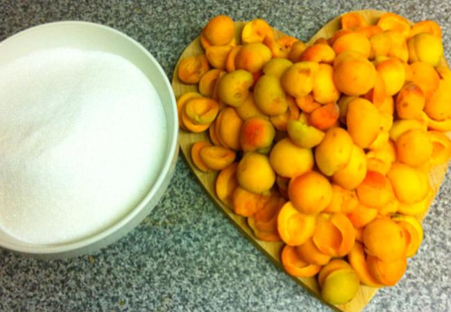 Вино из абрикосов:простой рецепт