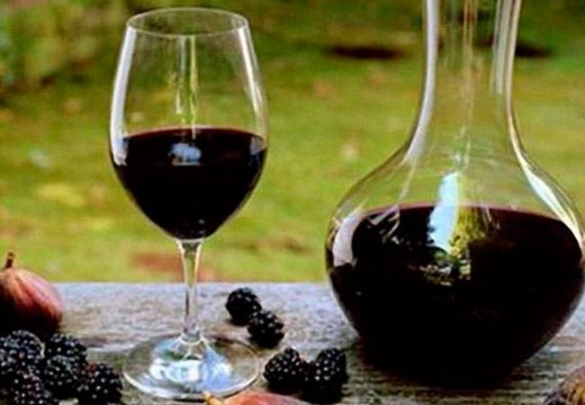 Крепленое ежевичное вино