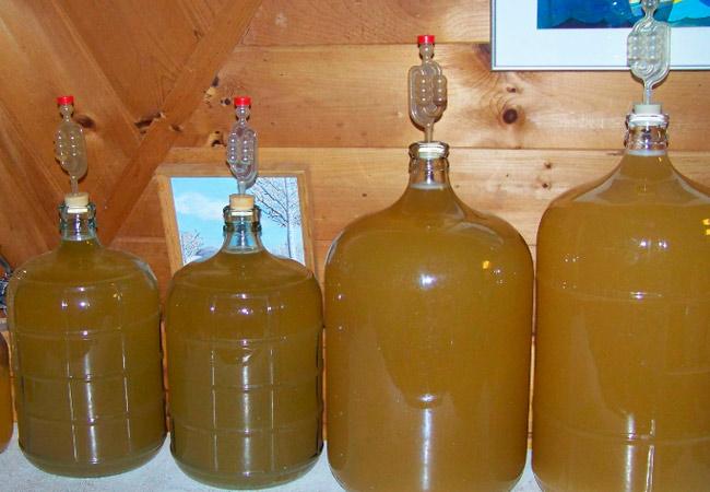 Домашнее крепленое грушевое вино, рецепт на меду