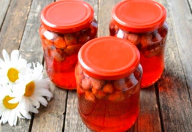 Классический рецепт клубничного компота на зиму