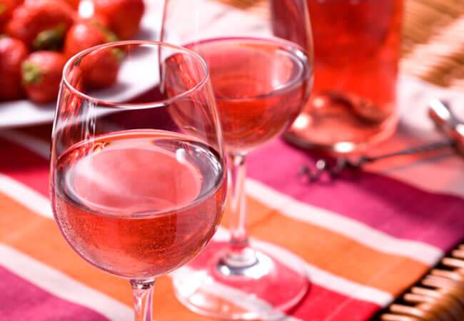 Рецептура изготовления клубничного вина из забродившего варенья