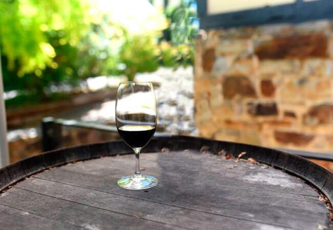 Лучшее домашнее вино из жимолости, рецепт приготовления