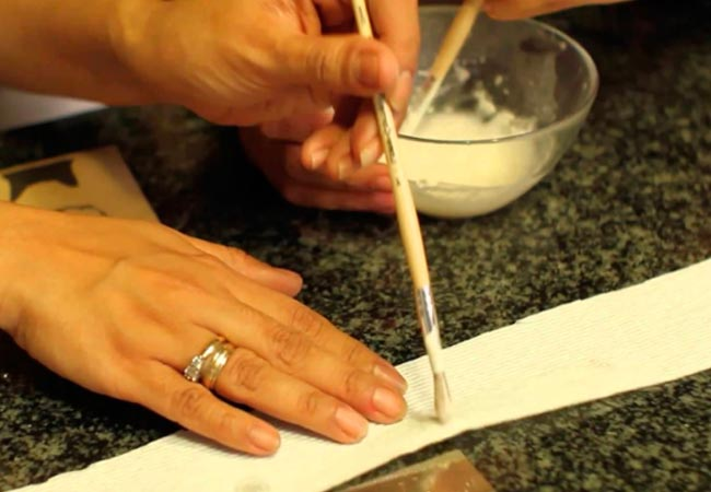 Как наклеить семена моркови на туалетную бумагу для посадки
