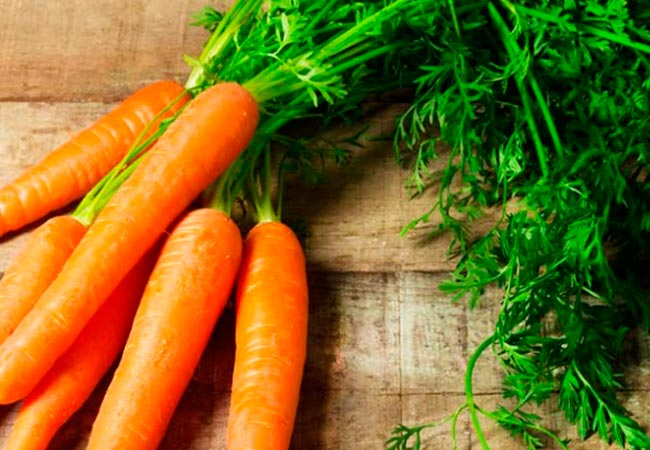 Как удобрять морковные грядки золой