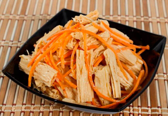 Спаржа по-корейски с морковью