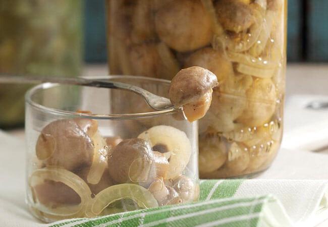 консервированные грибы скисли