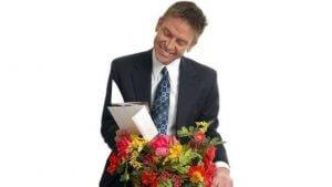 Дарят ли мужчинам цветы, какие цветы уместно подарить